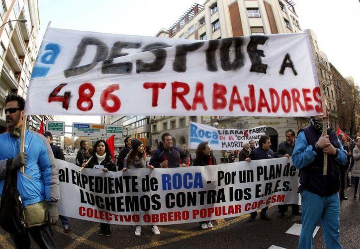 Protesta contra el Expediente de Regulación de Empleo (ERE) anunciado por la firma española de sanitarios. (EFE)