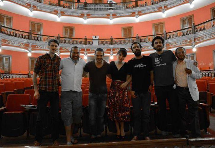 """El productor de cine Éktor Alonso, visitó Cancún para promover el documental """"De lo sagrado y lo profano"""". (Redacción/SIPSE)"""