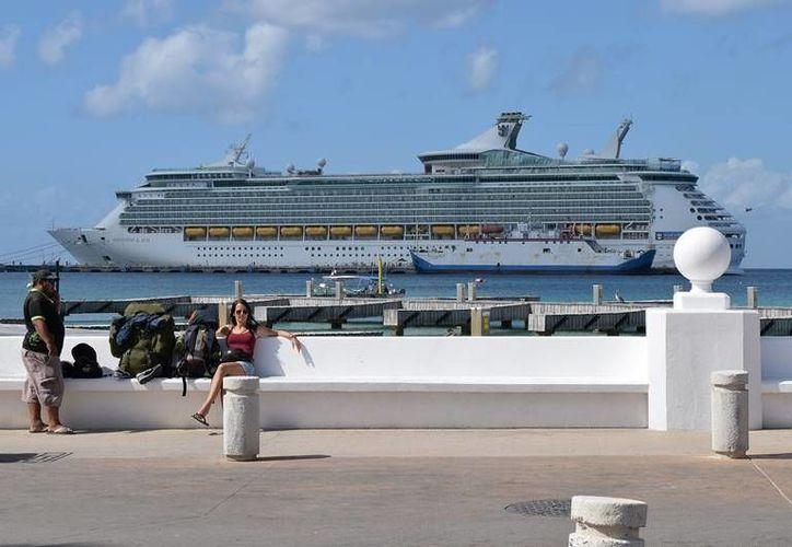 El turismo de cruceros deja buena derrama económica a la 'isla de las Golondrinas'. (Foto: Gustavo Villegas).