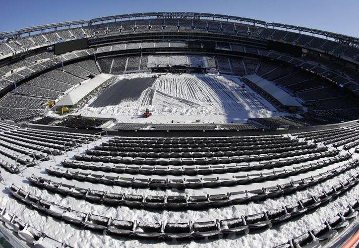 Más de tres mil agentes privados y 700 policías estatales se encargarán de la seguridad durante el Super Bowl. En la gráfica, la sede, el estadio MetLife, en East Rutherford. (Agencias)