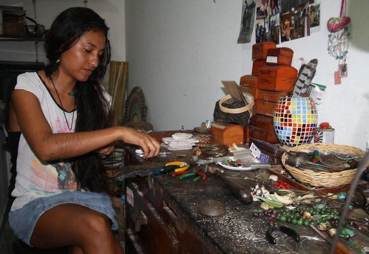 Los artesanos locales piden ser incluidos en la Feria Artesanal Navideña de Tulum. (Sara Cauich/SIPSE)