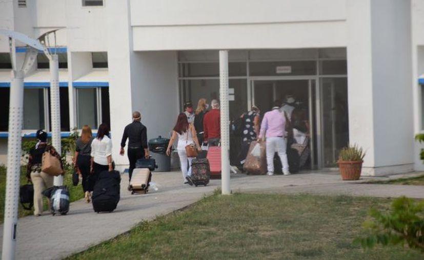 200 médicos cubanos arribaron al puerto de Veracruz para sumarse a las tareas de combate al Covid-19.  (Foto: El Universal).