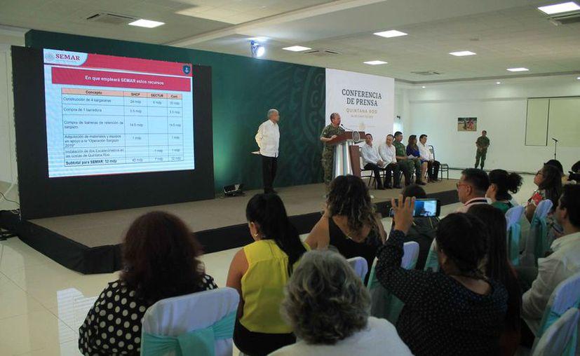Durante la conferencia realizada en Cancún, se confirmaron recursos para combatir sargazo . (Paola Chiomante/SIPSE)