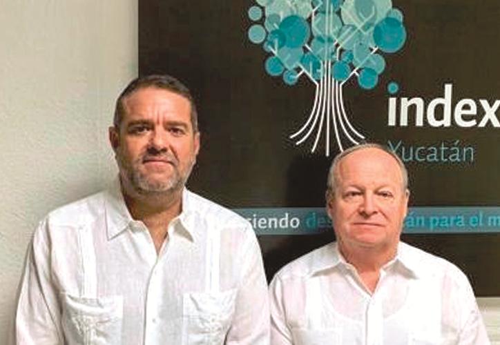 Alberto Berrón, presidente de Index Yucatán, junto a Luis López Alonzo. (Novedades Yucatán)