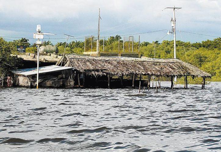 Las inundaciones agravan la situación en esa región del estado. (Milenio)