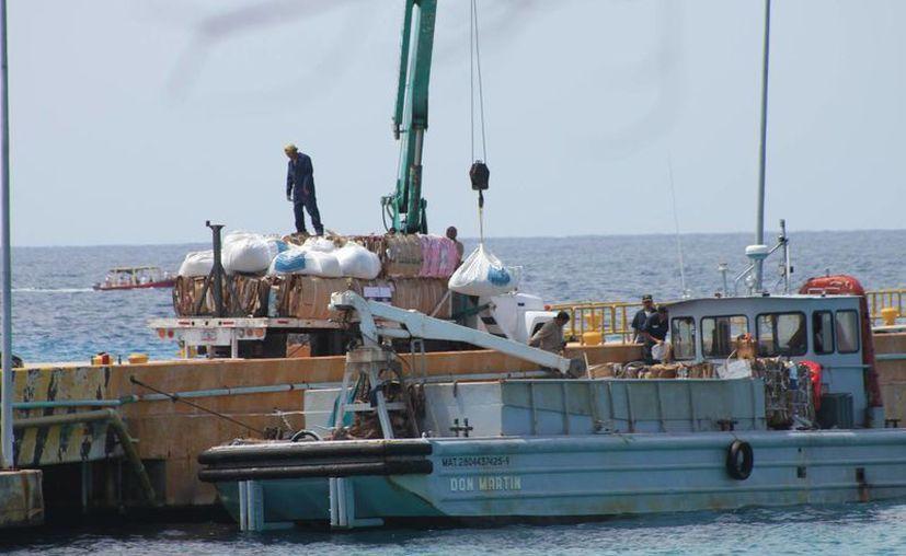 El 18 de marzo se captaron maniobras en el muelle de carga. (Gustavo Villegas/SIPSE)