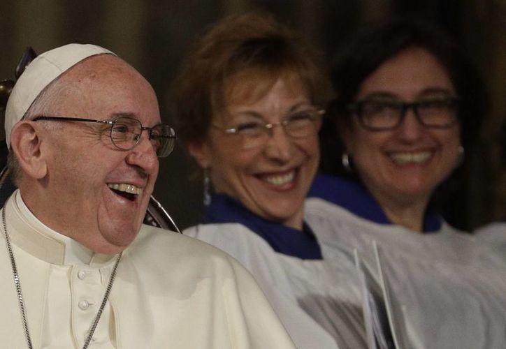 El Papa Francisco visitó una iglesia anglicana en Roma este domingo. (AP/Gregorio Borgia)