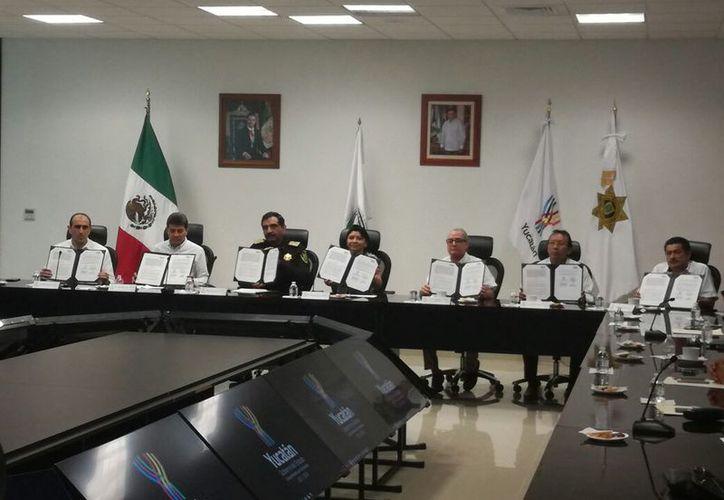 Este martes diversas empresas firmaron un convenio de colaboración con el Gobierno del Estado. (Patricia Itzá/SIPSE)