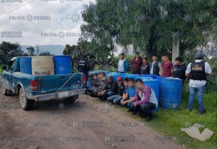 """La policía estatal que patrullaba el área logró la captura de los """"huachicoleros"""". (Foto: SS Edomex)"""