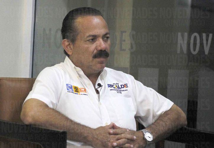 Julián Ricalde Magaña dijo que empezó formalmente en la política a los 13 años. (Israel Leal/SIPSE)