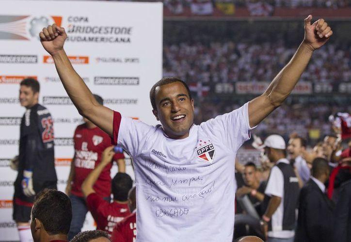 """Lucas Moura asegura que se decantó por el Paris para """"ganar títulos"""". (EFE)"""