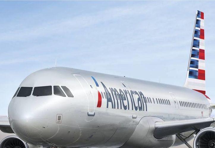 Los pilotos de la aerolínea comenzaron a usar los iPads en 2013 para reemplazar a los mapas de papel.(facebook.com/AmericanAirlines)