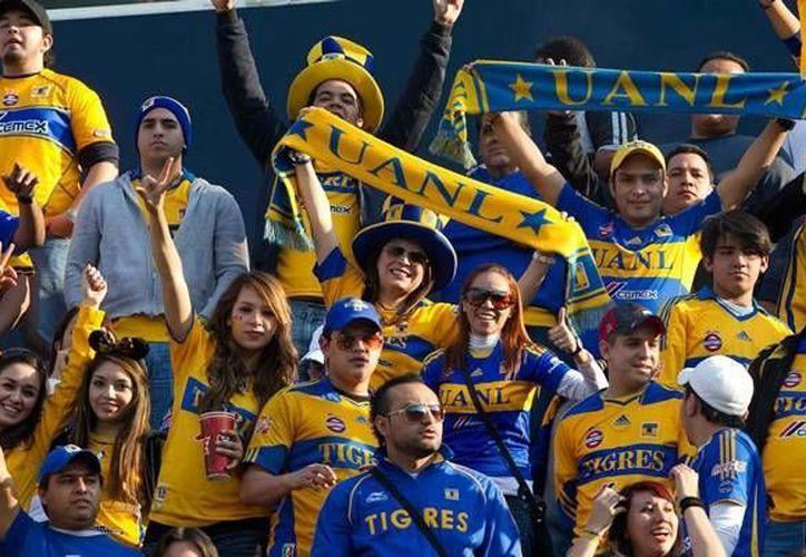 Hace unas semanas  numerosos aficionados de la UANL no pudieron entrar al estadio Azteca a ver el juego América-Tigres. (mediotiempo.com/Archivo)