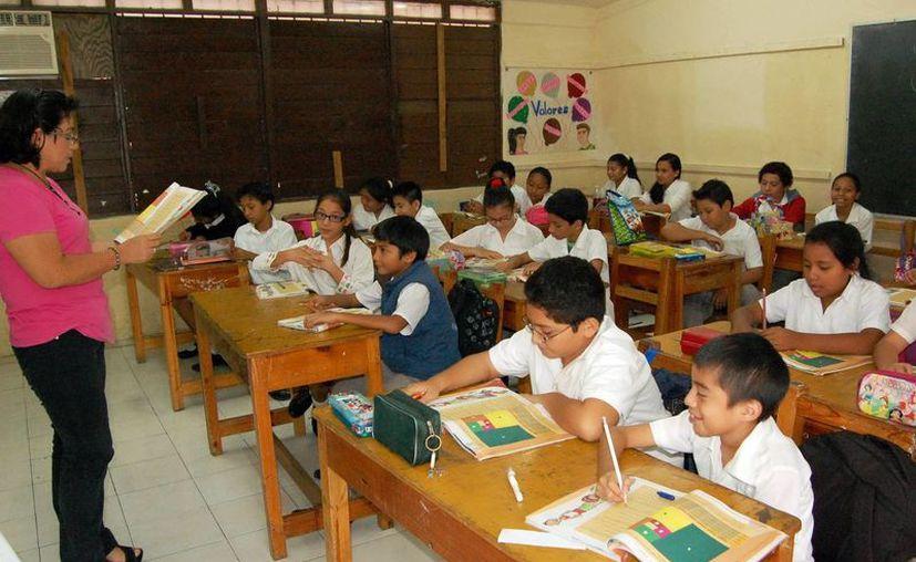 En las Escuelas de Tiempo Completo los alumnos reciben alimentación. (Milenio Novedades)