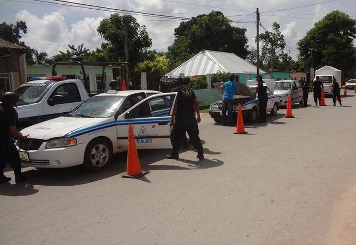 En un operativo de Sintra, taxistas de Chetumal fueron detenidos en Bacalar. (Foto: Javier Ortiz)