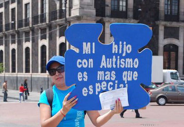 Una empresa ofrece posibilidad de desarrollo profesional a niños con autismo, específicamente a los que padecen Asperger. La imagen corresponde a la celebración, en Toluca, del Día Mundial de Concienciación sobre el autismo. (NTX/Archivo)