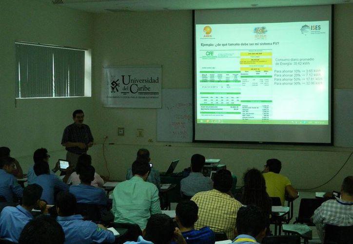 Estudiantes participan en las distintas conferencias. (Mayra Salazar/SIPSE)
