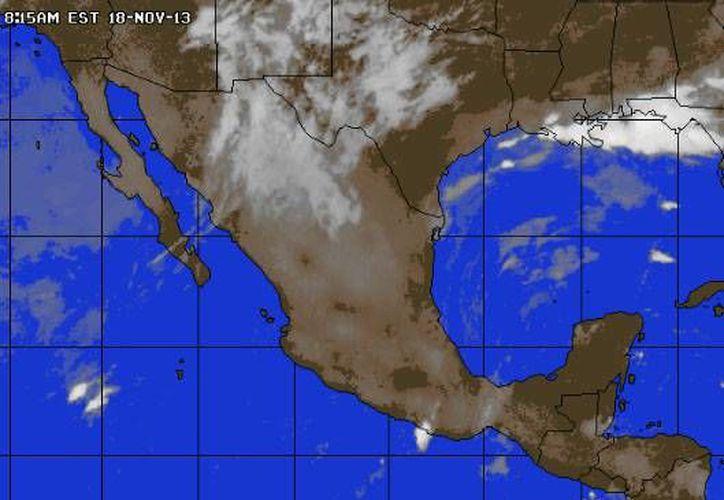 Continúa la entrada de aire marítimo tropical con moderado contenido de humedad procedente del Golfo de México y mar Caribe hacia la Península de Yucatán. (www.accuweather.com)
