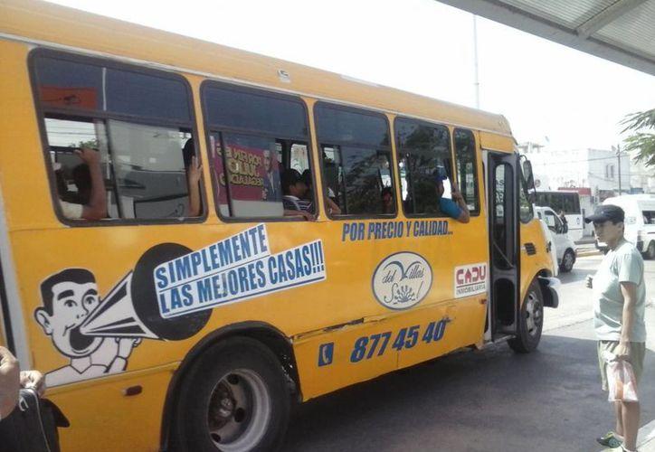 Los camioneros sumaron ya 6 unidades al servicio nocturno de 0 a 5 horas en las dos rutas con origen en Villas del Sol. (Carlos Calzado/SIPSE)