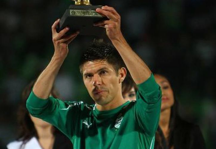 Oribe Peralta es un delantero maduro, al que le ha costado mucho ser titular en el Fútbol Mexicano y llegar al Tri. Ahora sueña con jugar un Mundial. (Agencias/Archivo)