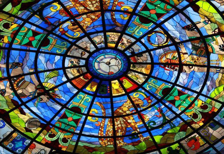 El escenario de los espectáculos será un vitral con representaciones mayas. (Luis Soto/SIPSE)