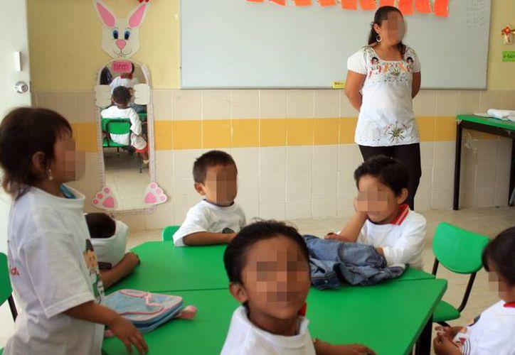 Los maestros yucatecos recibirán diversos estímulos a partir de mañana de recursos estatales y federales. (Milenio Novedades)