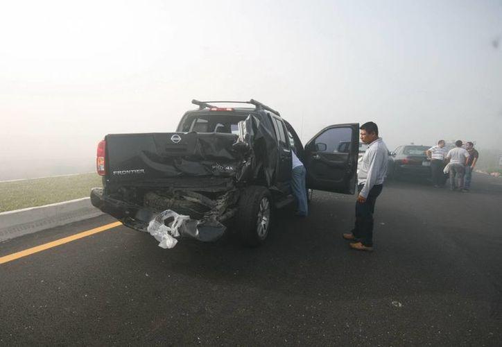 La visibilidad era escasa y eso provocó que se registrara una colisión múltiple en la carretera a Peto. (Jorge Sosa)