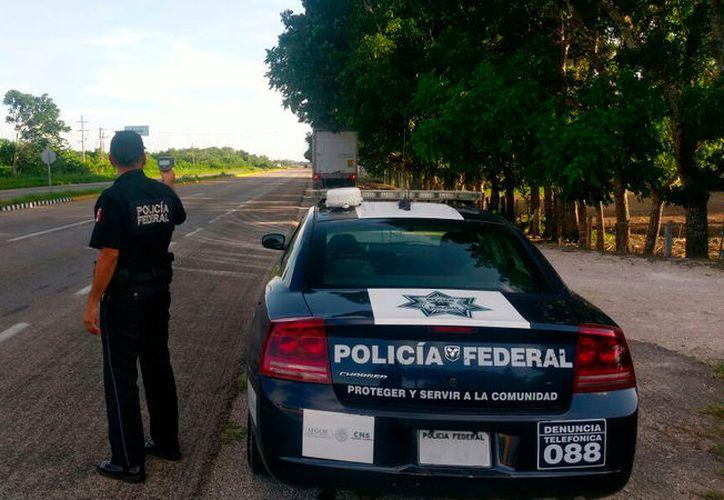 Los federales marcaron el alto a la conductora, que no utilizaba el cinturón de seguridad, y al revisar el vehículo encontraron un mecanismo eléctrico para dar acceso a un compartimento oculto. (López Dóriga Digital)