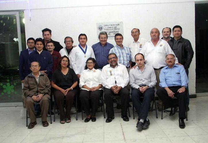 Fotografía de los dirigentes de los Caballeros de Colón. (Milenio Novedades)