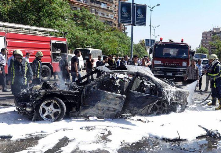 La bomba colocada en un vehículo estalló al paso del automóvil donde viajaba el Primer Ministro. (Agencias)