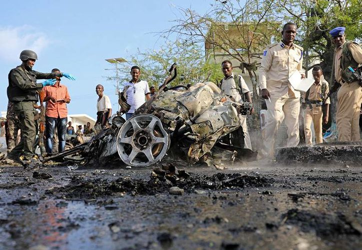 Al menos siete civiles murieron hoy en un atentado con un coche bomba. (Reuters)