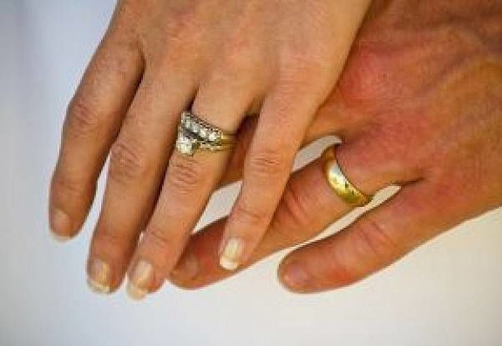 Durante una discusión con su esposa el guardia se quiso quitar la sortija y  disparó su dedo en Pensilvania (Internet)