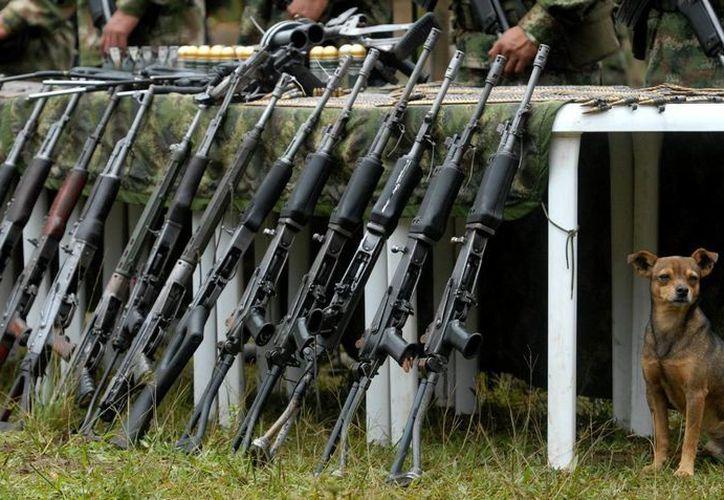 En 2014 fueron fundidas 18 mil 881 armas que se sumaron a las más de 400 mil destruidas por las Fuerzas Militares desde 1992. (EFE/Archivo)
