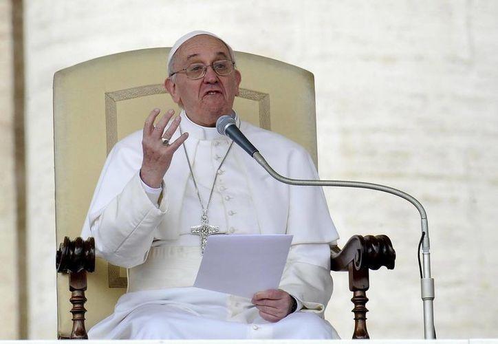 Todo lo que se refiere a la interpretación de la Sagrada Escritura está sometido en última instancia a la Iglesia, dijo el Papa Francisco. (EFE/Archivo)