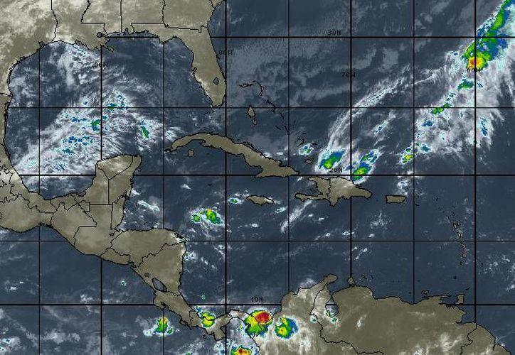 En Quintana Roo se prevén intervalos de chusbascos. (Intellicast)