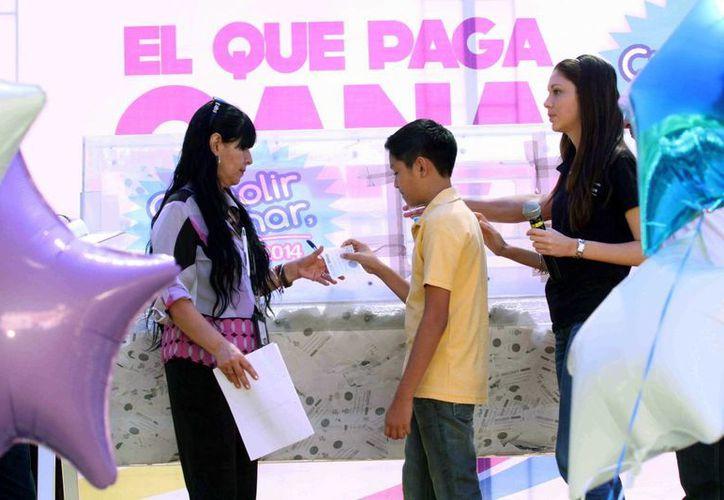 El sorteo 'El que paga, gana' se efectuó entre los contribuyentes cumplidos del predial en Mérida. (Cortesía)