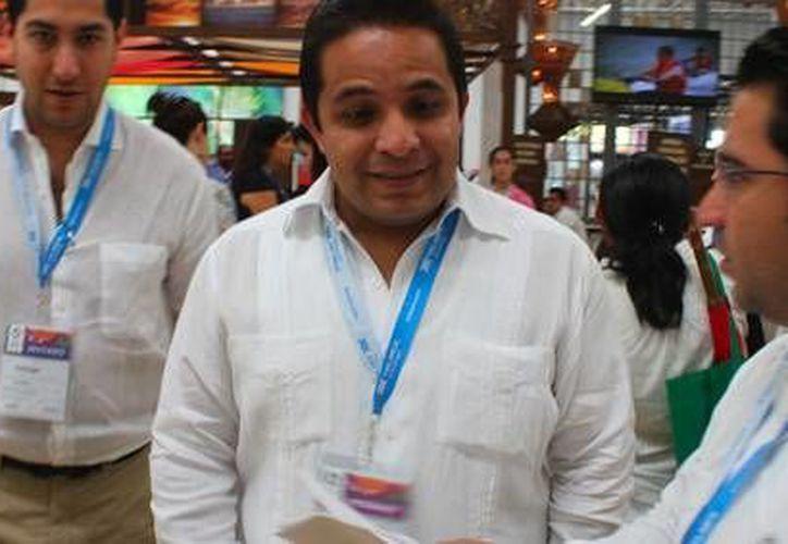 El secretario de Fomento Turístico en Yucatán, Saúl Ancona Salazar, llegando al Tianguis Turístico. (Redacción/SIPSE)