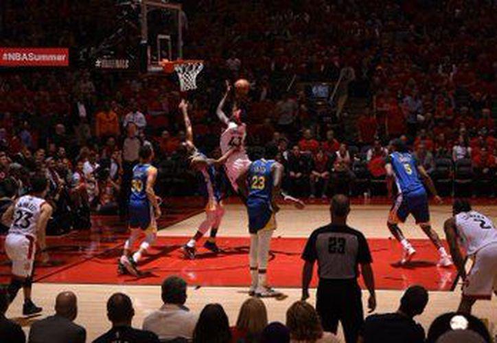 Pase lo que pase, al parecer el MVP de esta final de la NBA será Kawhi Leonard, de Raptors (Foto: @Raptors)