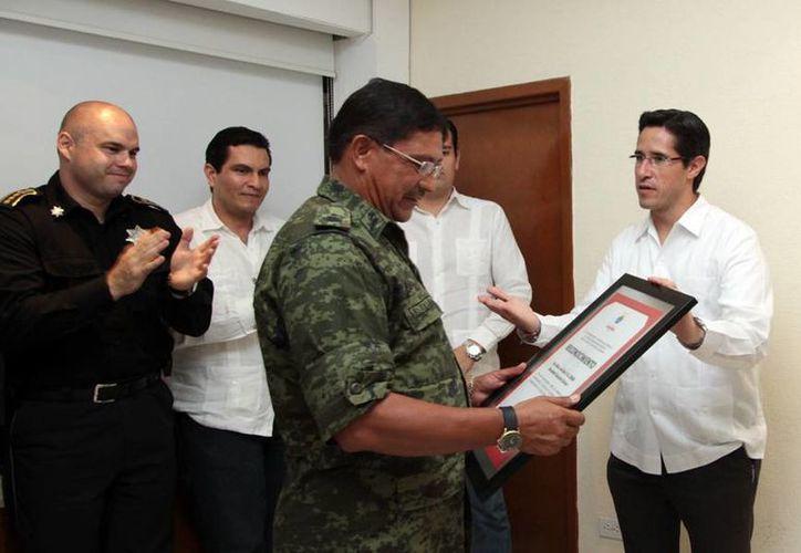 Eduardo Salazar Zavala recibió su reconocimiento. (Cortesía/SIPSE)