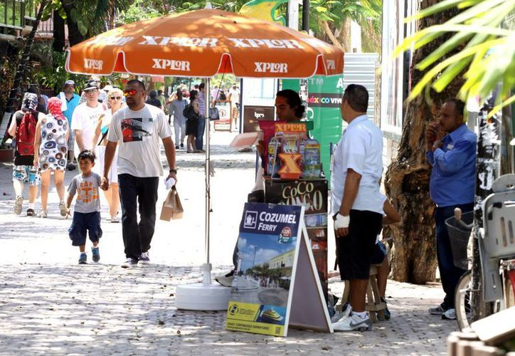 """La Dirección de Fiscalización y Cobranzas está endureciendo la vigilancia contra los """"jaladores"""" de la zona turística de Playa del Carmen.  (Adrián Monroy/SIPSE)"""