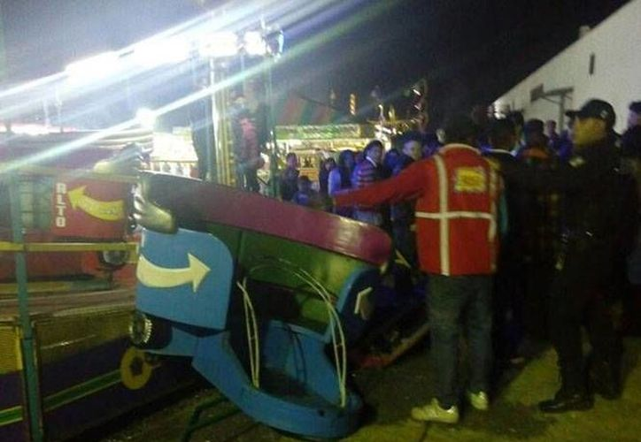 A pesar del aparatoso accidente, la mujer y el pequeño no sufrieron lesiones de consideración. (Excélsior)
