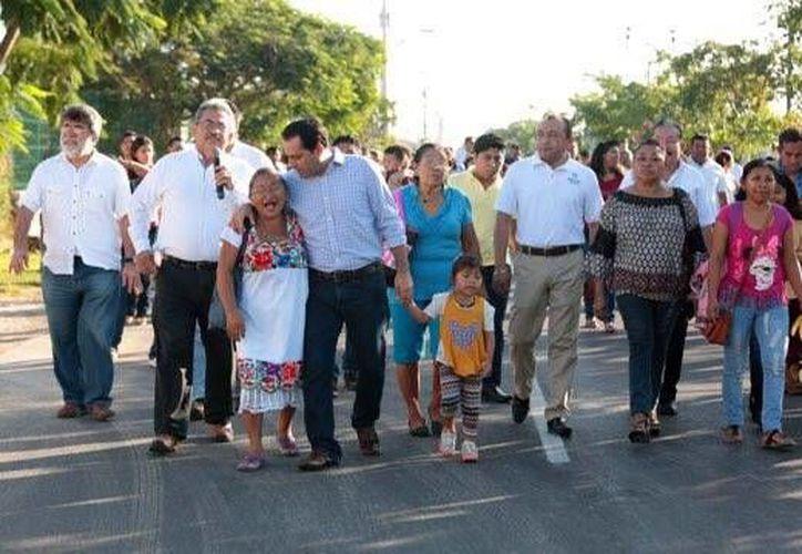 Con la repavimentación de vialidades de Tixcacal Opichén más de 60 mil ciudadanos de colonias y comisarías de la zona resultarán beneficiados. (Fotos cortesía del Ayuntamiento)