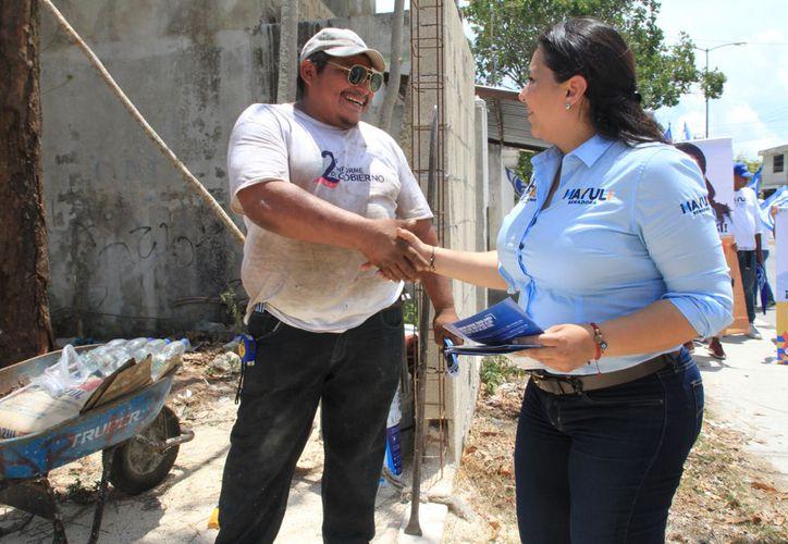 """La candidata al Senado que la coalición """"Por México al frente"""", Mayuli Martínez, visitó Isla Mujeres. (Foto: Redacción/SIPSE)"""