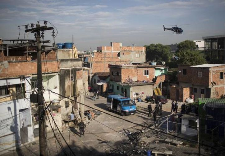 Intenso operativo policiaco en Brasil, con helicóptero incluído. (Agencias/Foto  de archivo)