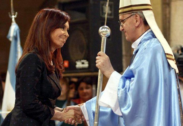 Cristina Fernández y Jorge Bergoglio en imagen de archivo. (Agencias)