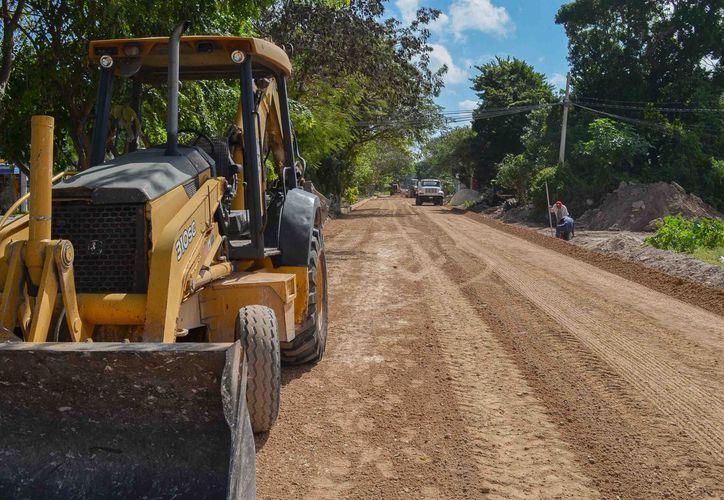 La avenida en el tramo de la avenida Timón a la avenida Zetina Gasca, se encontraba sin pavimentar y no nivelada. (SIPSE)