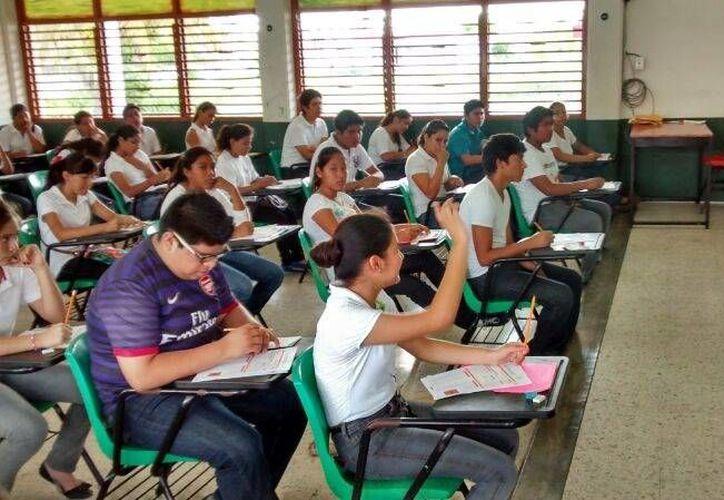 Se tuvo un 97.68 % de participación en el examen de ingreso para continuar estudios de nivel medio superior. (Ángel Castilla/SIPSE)