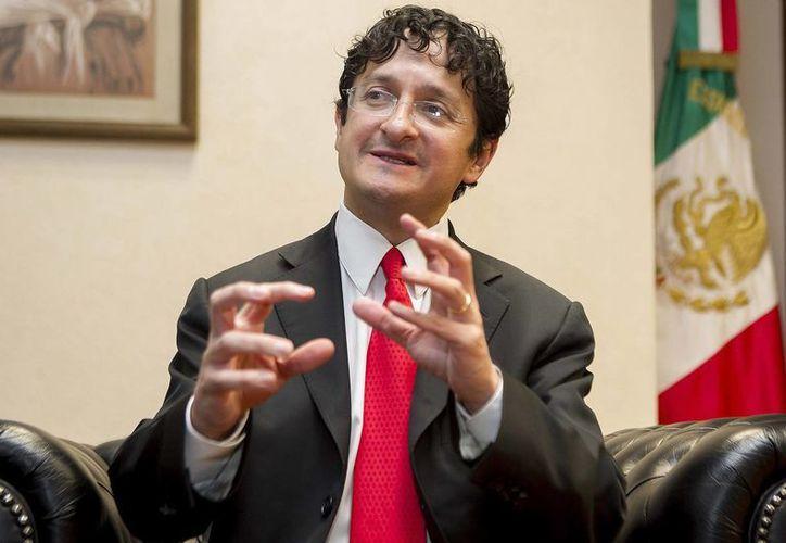 Virgilio Andrade fue foco de atención tras exonerar al Presidente y a su esposa de sospechosas compras inmobiliarias. Ahora está de nuevo en los reflectores por acusaciones de maltrato. (Archivo/SIPSE)
