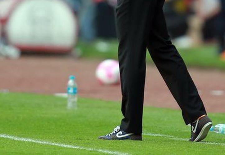 Van't Schip estuvo al frente de las Chivas durante seis meses que fueron mediocres para el cuadro jalisciense. (Notimex)