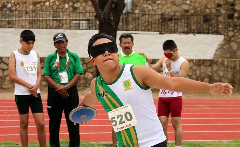 Gran desempeño de yucatecos como el de José Cruz que obtuvo oro en disco y Andrés Bibildox, oro en natación. (Milenio Novedades)